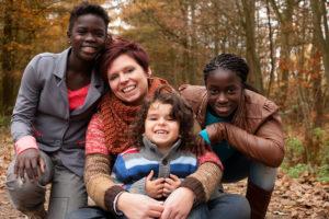 wie kann eine einzelne frau ein kind adoptieren