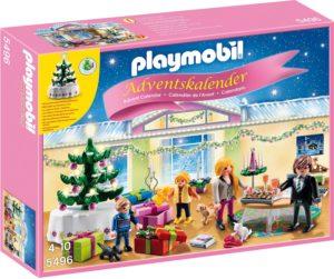 adventskalender-weihnachtsabend-mit-beleuchtetem-baum
