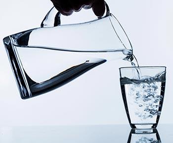 wasser trinken der biophysiker und wasserforscher dr medinger erkl rt wasser. Black Bedroom Furniture Sets. Home Design Ideas
